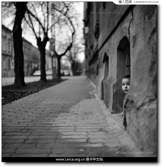 1.Alin Ciortea的现代街头摄影作品,6×6线性构图